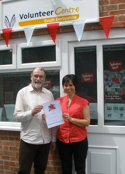 Voluntteer Advisor Teresa being presented with her certificate by Centre Manager, Dave