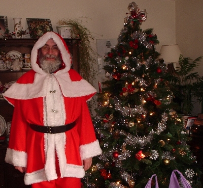 Santa gets ready to do some Christmas volunteering.